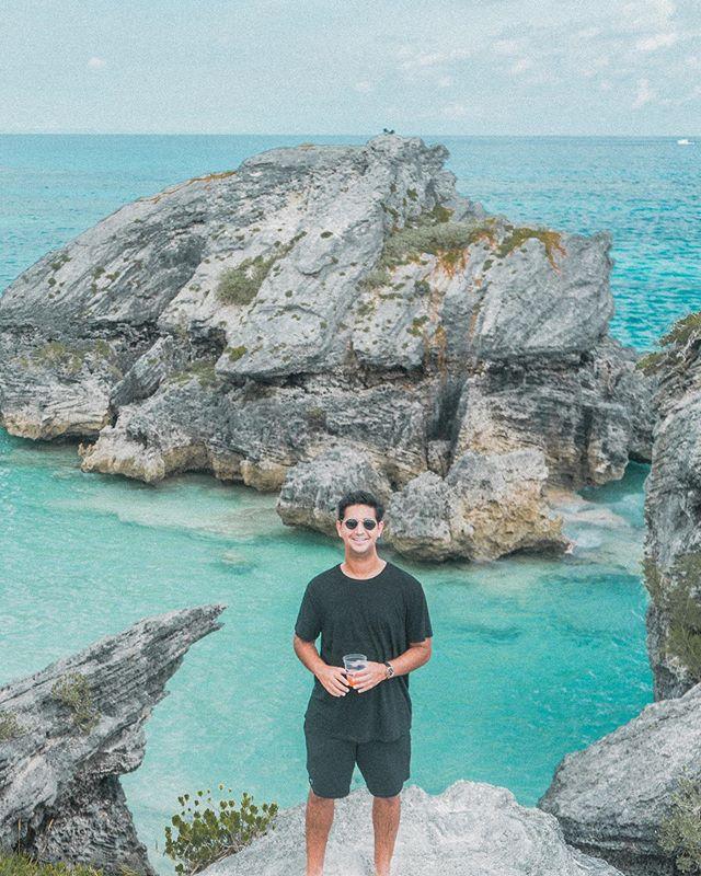Drinking Swizzle in Bermuda 🇧🇲