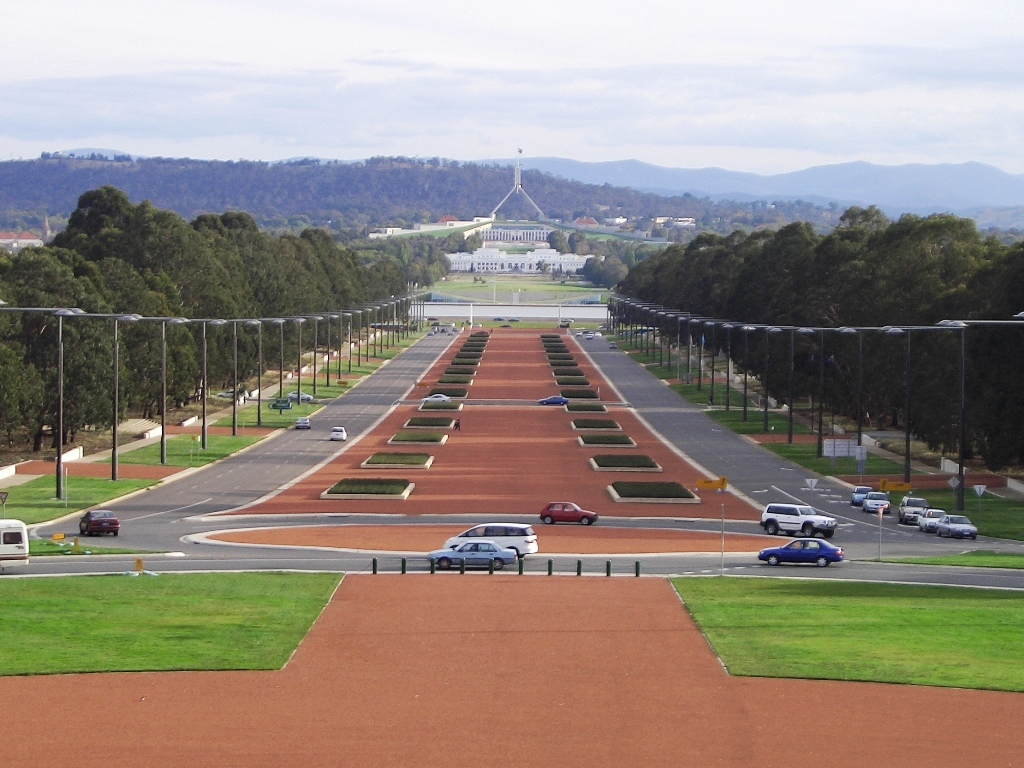 Anzac_Parade_Canberra.jpg