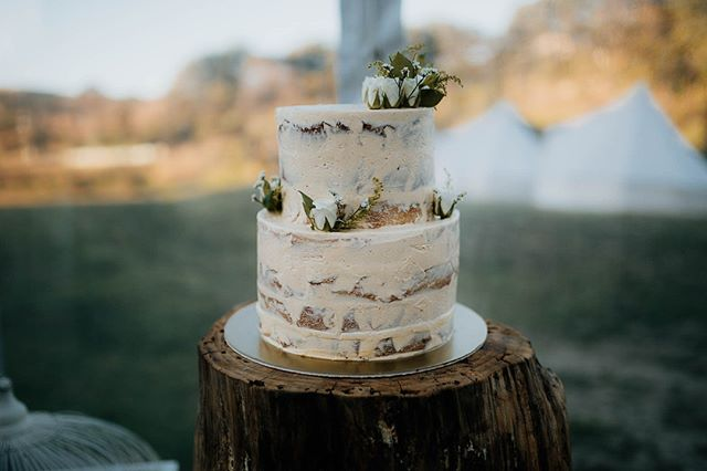 We love a good naked cake! Less is more 😍⠀ Cake by @thecaker⠀ .⠀ .⠀ .⠀ .⠀ .⠀ .⠀ #thecaker #weddingcake #waterfallfarm #aucklandwedding #modernwedding #minimal #style #love #beautiful #weddingphotgraphy #rusticweddings #bride #groom #radcouples #weddinginspo #weddingideas #engaged #luxuryweddings #weddingphotographer #aucklandweddingphotographer #byronbayweddingphotographer #noosaweddingphotographer #goldcoastweddingphotographer @thecaker @waterfallfarm_nzweddings