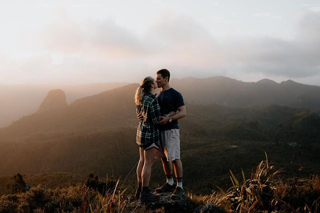 Julia & Matt ❤️ Freshly engaged in the Pinnacles, woohoo!⠀ .⠀ .⠀ .⠀ .⠀ .⠀ .⠀ #engagement #engaged #engagementshoot #desination #pinnacles #aucklandweddingphotographer #byronbayweddingphotographer #noosaweddingphotographer #love #beautiful #mountains #nature #travel #photographer #weddinginspo #bridetobe #loveauthentic #authenticlovemag #loveandwildhearts #sunset #benandbethweddings #togetherjournal #weddingwire #radlovestories ⠀