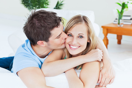 Fotolia_man_woman_couple_young_hugging.jpg