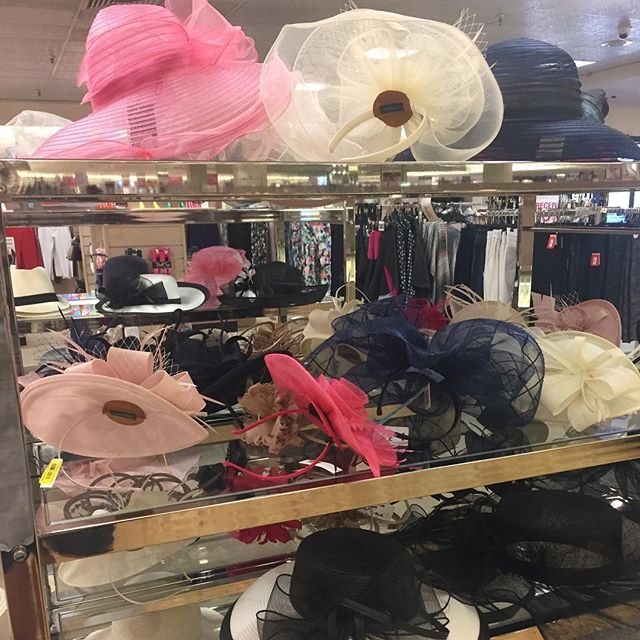 SPOTTED 🔍 Derby hats are starting to pop up @dillards!!! We are in love! 😍😍 #dillards #derby #derbyhats #fascinator