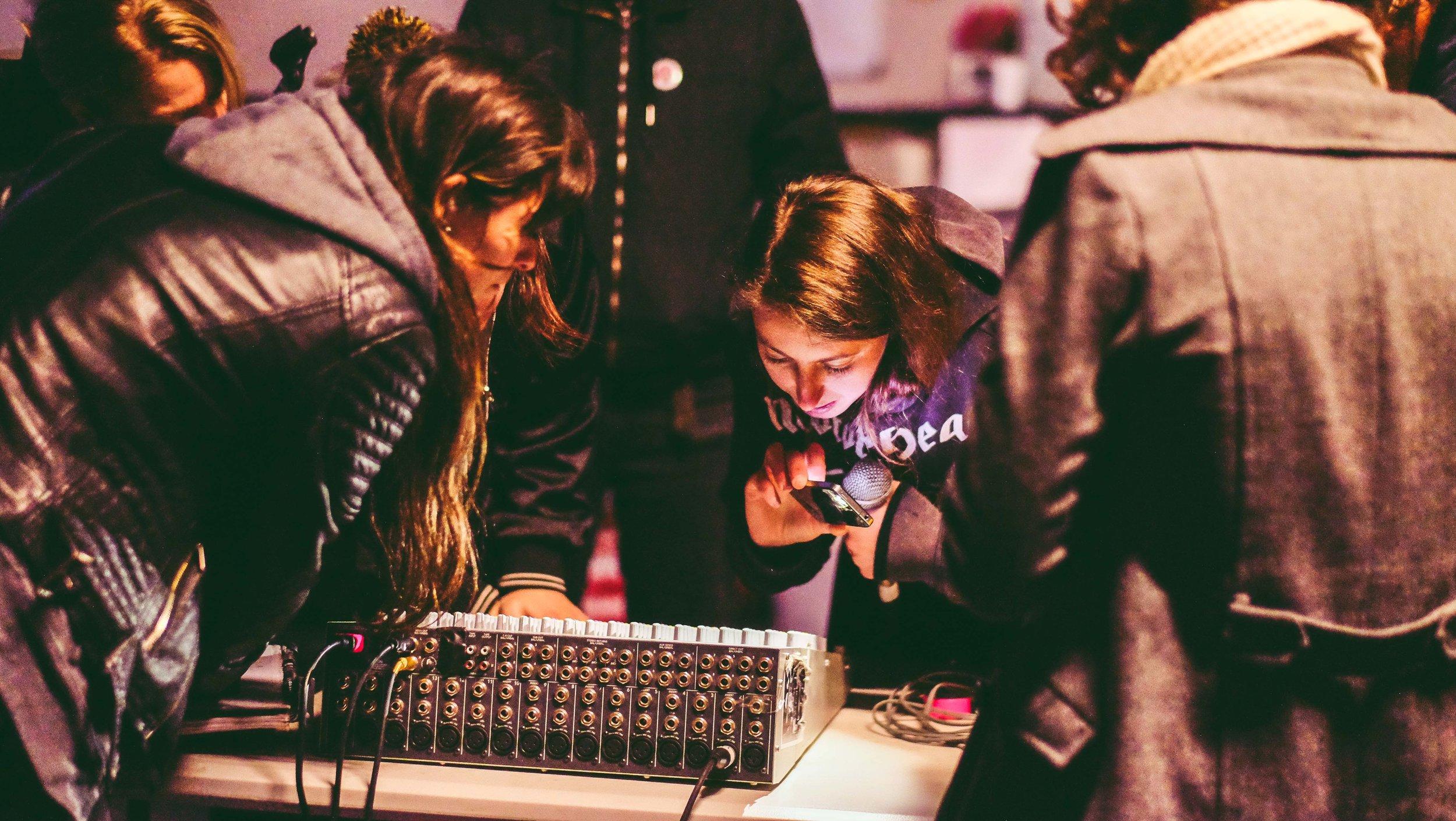 11/7/17: Laura Landsdowne: Live Mixing