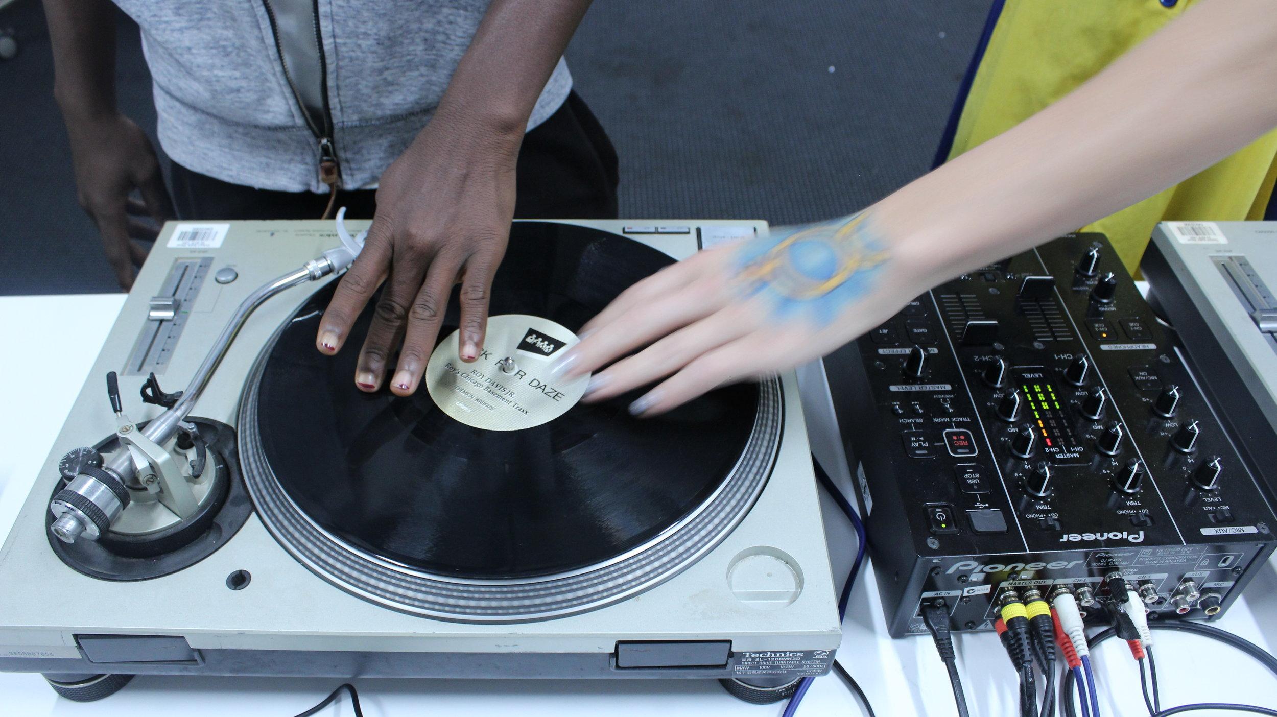 12/4/18: Brooke Powers: Vinyl DJing