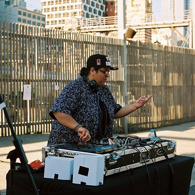 Learn the art and science of vinyl DJing with renowned Melbourne DJ, @mzrizk at our next workshop at @signalarts 💘 11am-4pm, Saturday 10 August. Register on our FB - link in bio.  MzRizk loves spinning all eras of Hip Hop, Soul, Jazz, Boogie & Funk! Join this renowned Melbourne DJ for an introduction to vinyl DJing. Learn about the history of DJ culture and practice beat mixing, scratching, blending and track selection. Get your hands on the decks and experience the original art form of vinyl DJing.  You don't need any prior experience or knowledge of music to participate. Everyone is welcome. We especially encourage all women and trans people, people of colour, and people with disabilities to join us for this workshop.  Age: 13 to 25 years As always, FR€€ 😁🥳 Image: @meat_raffle #vinyl #rekkids #techno #hiphop #soul #funk #dj #vinyldj #mzrizk #technics1200