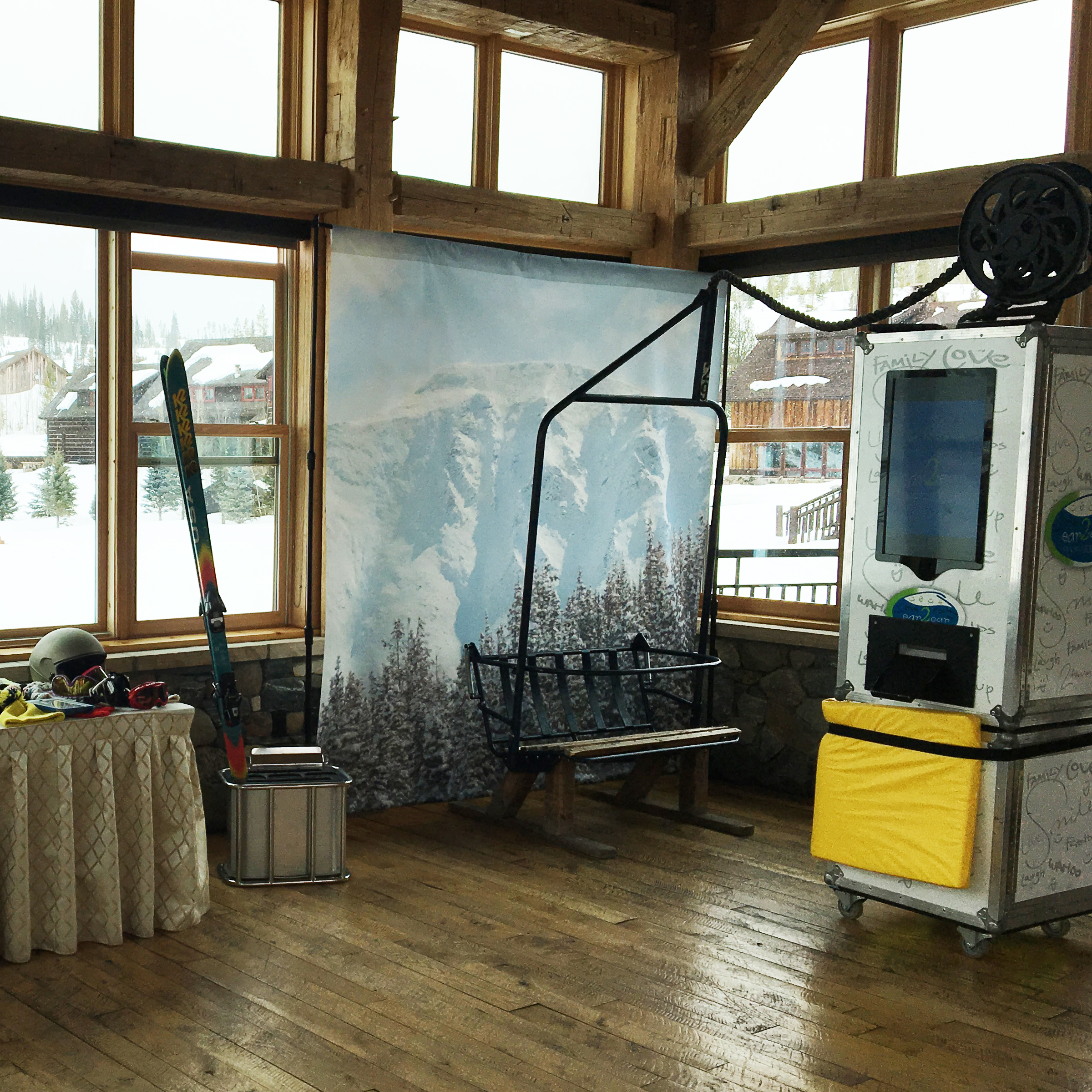 THE OPEN AIR SKI CHAIR BOOTH