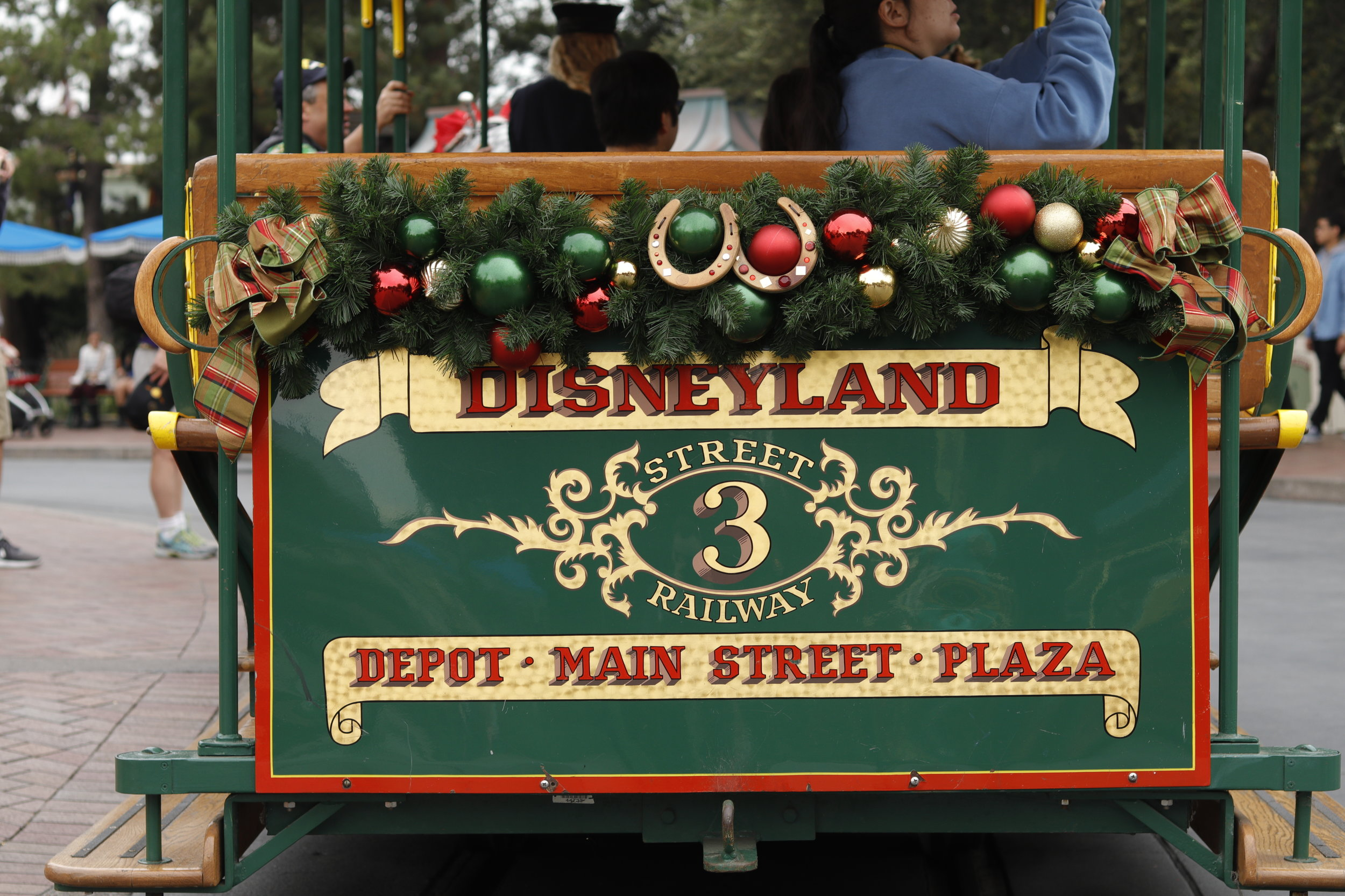 mainstreet usa horse carriage christmas