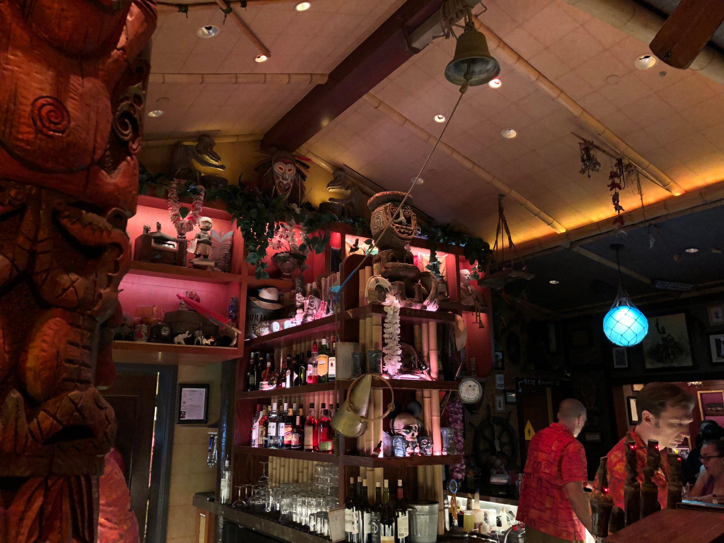 disneyland hotel trader sams enchanted tiki bar