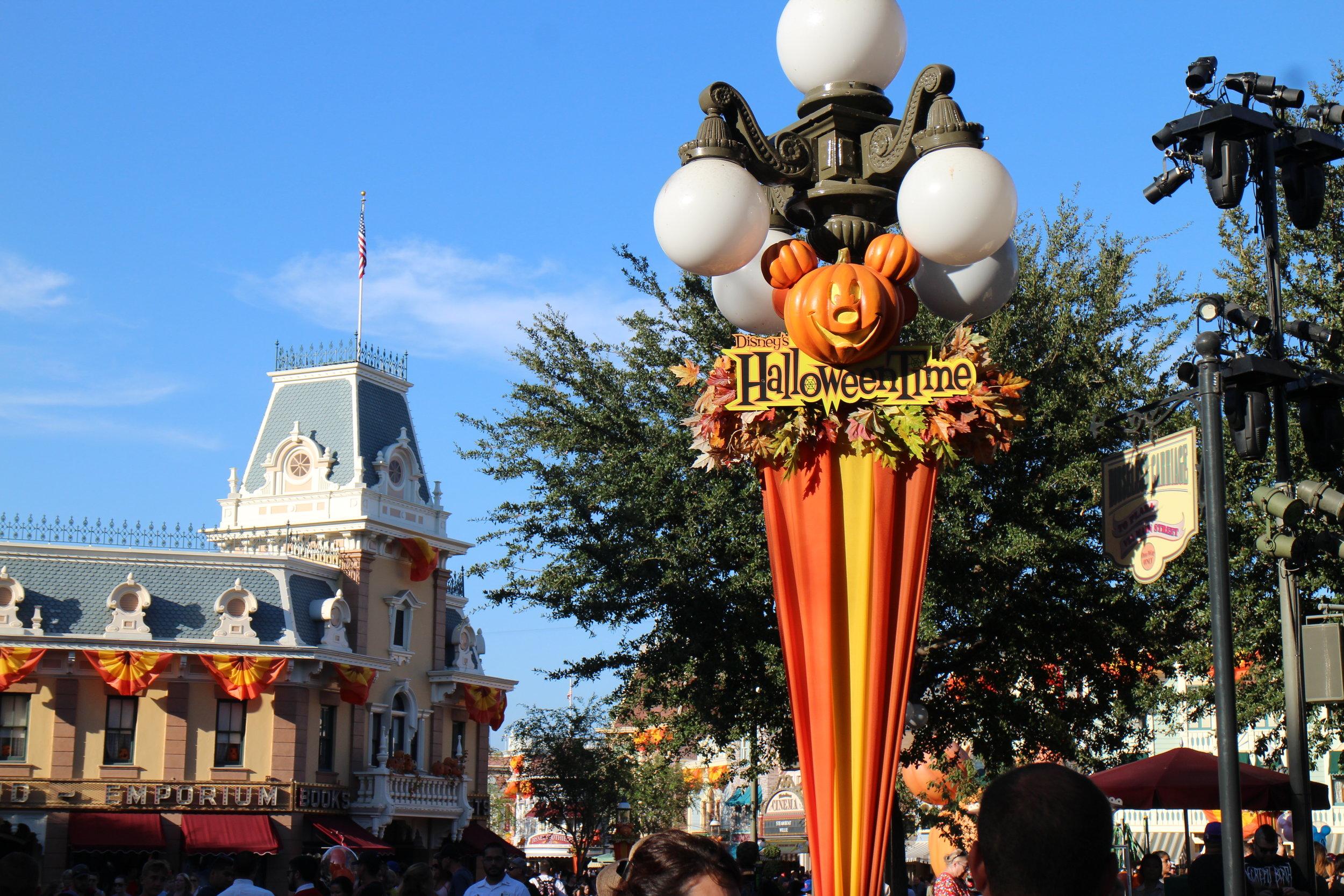 halloween time disneyland dca