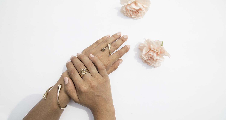 slide_hand_flowers_1.jpg