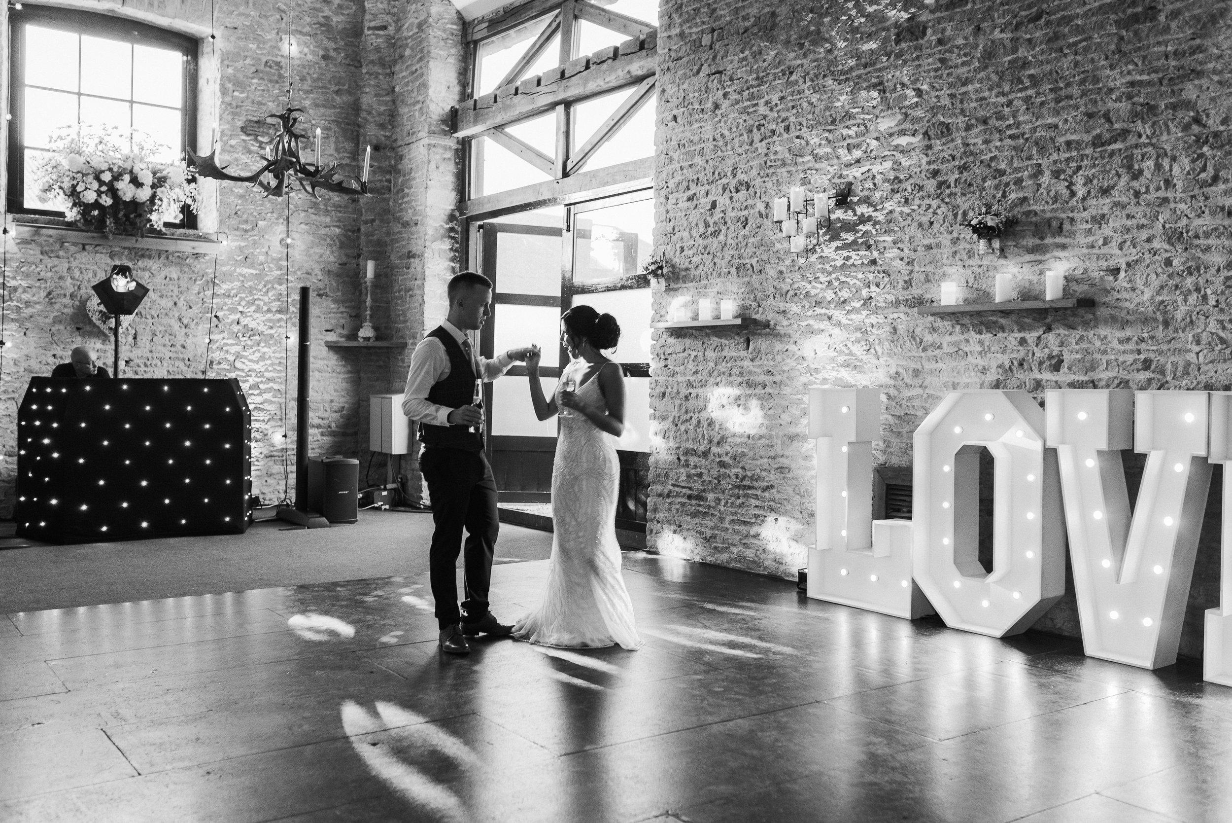 Oxfordshire-wedding-photographer-97.jpg