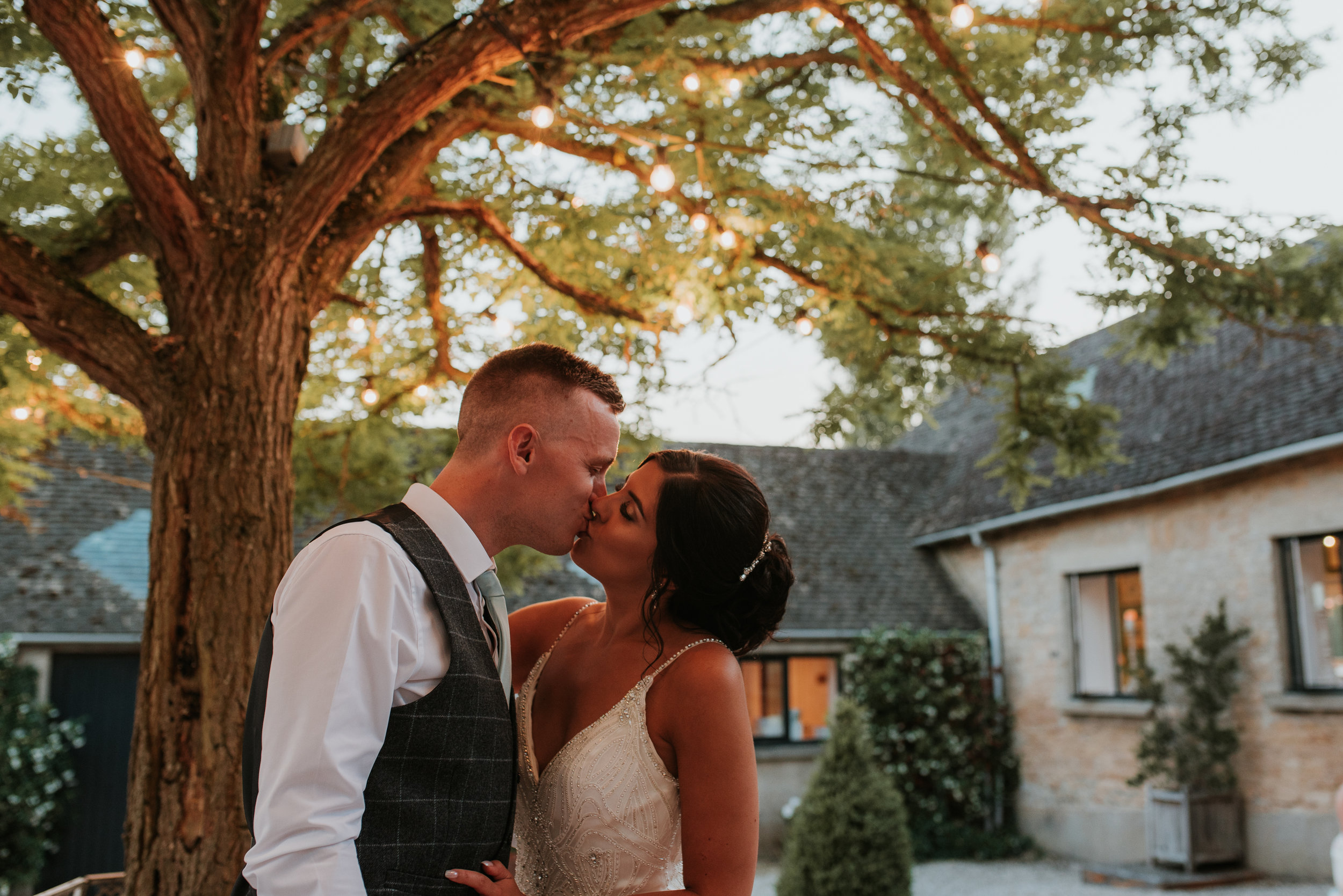 Oxfordshire-wedding-photographer-98.jpg
