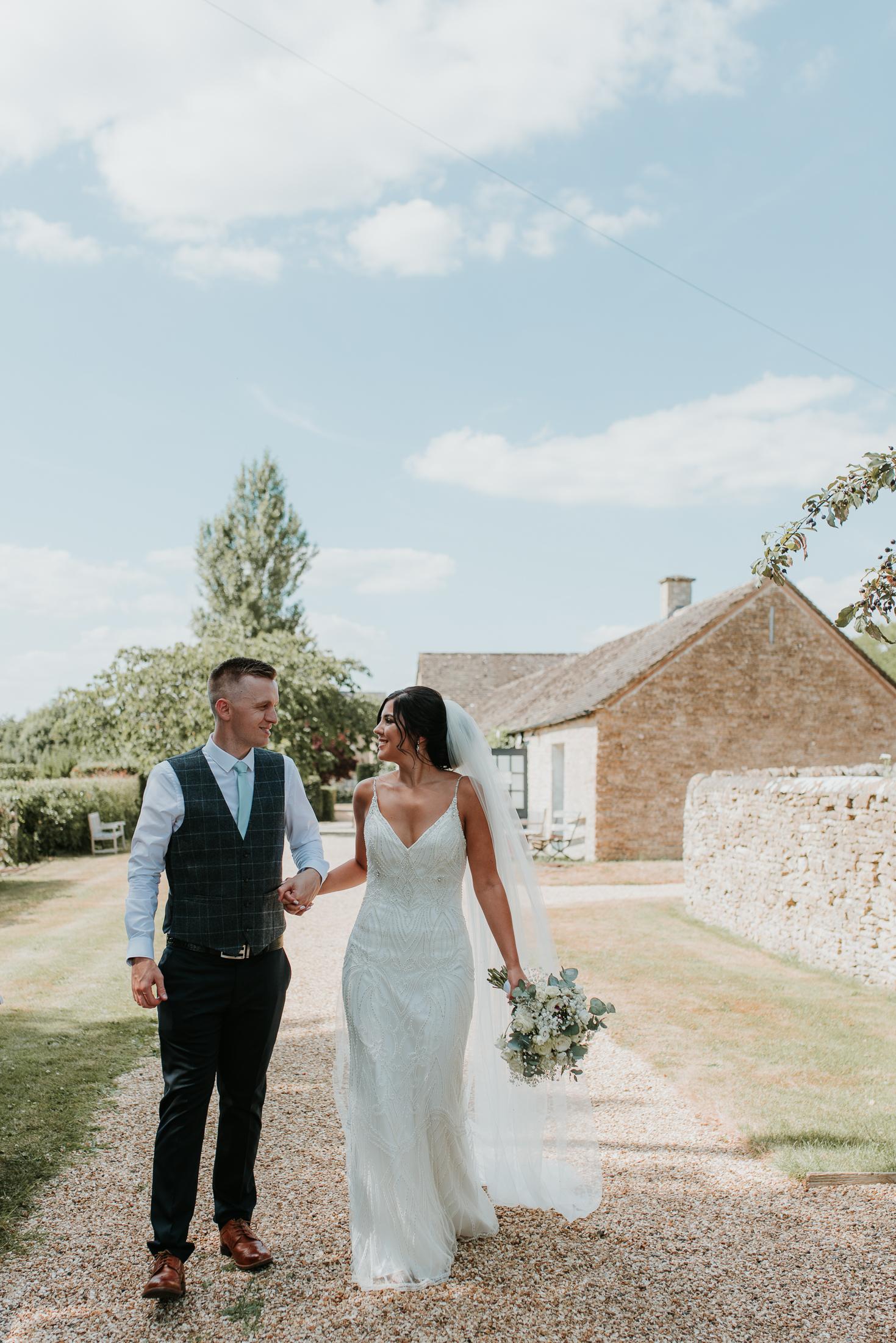 natural wedding photos Oxfordshire