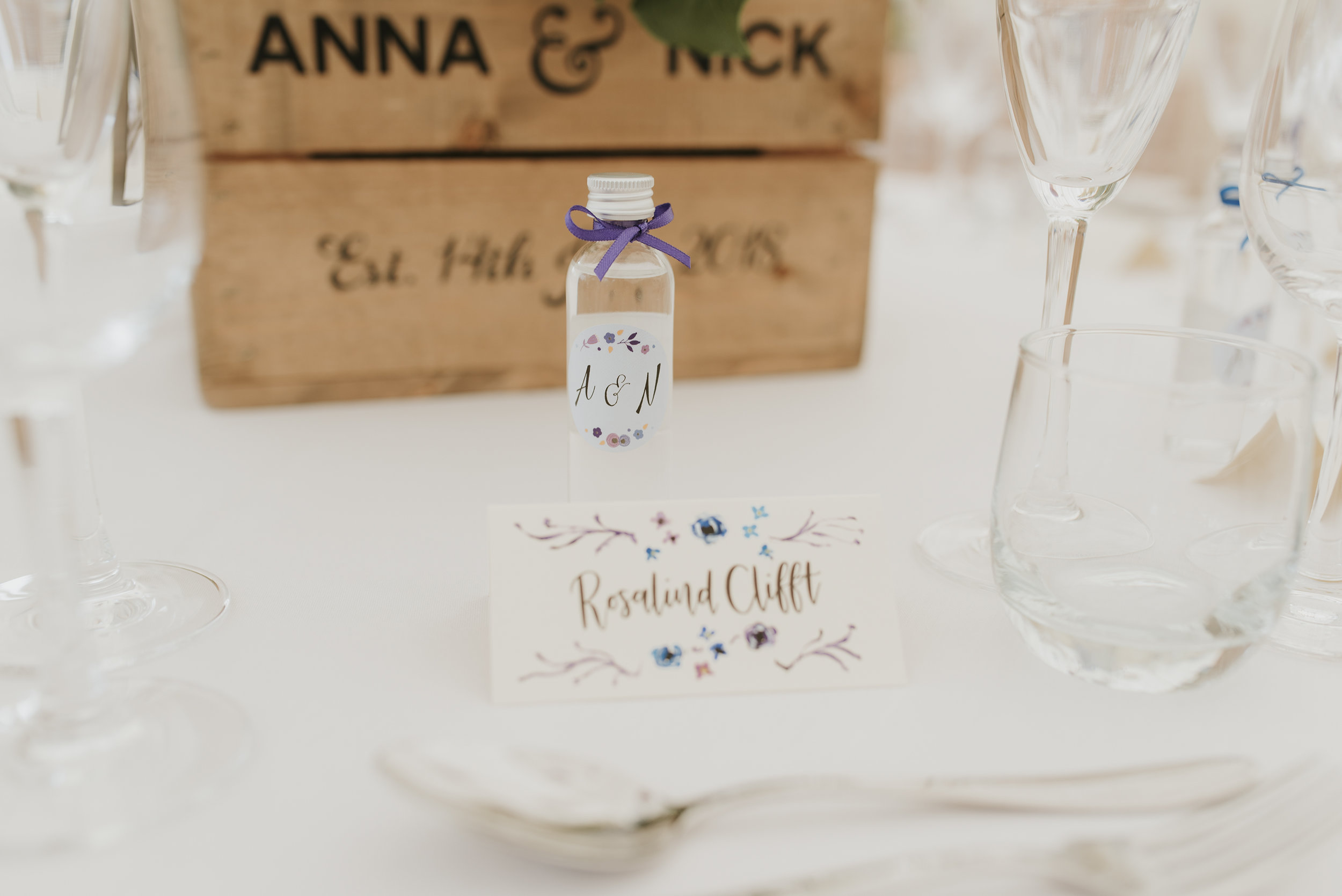 Create your own flavoured gin for wedding favours!