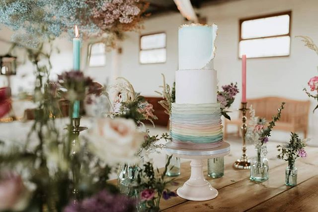This absolute beauty of a cake was created by @littlebuttercup_cakery for a styled shoot that I photographed earlier this year. It will be featured in December's issue of You & Your Wedding magazine so be sure to keep an eye out for it!
