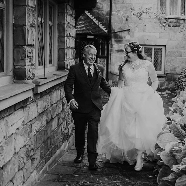 Today I had the pleasure of capturing Samara & Chris's big day ❤️ The rain held off just long enough for us to get outside for some photos, which we were all very grateful for!