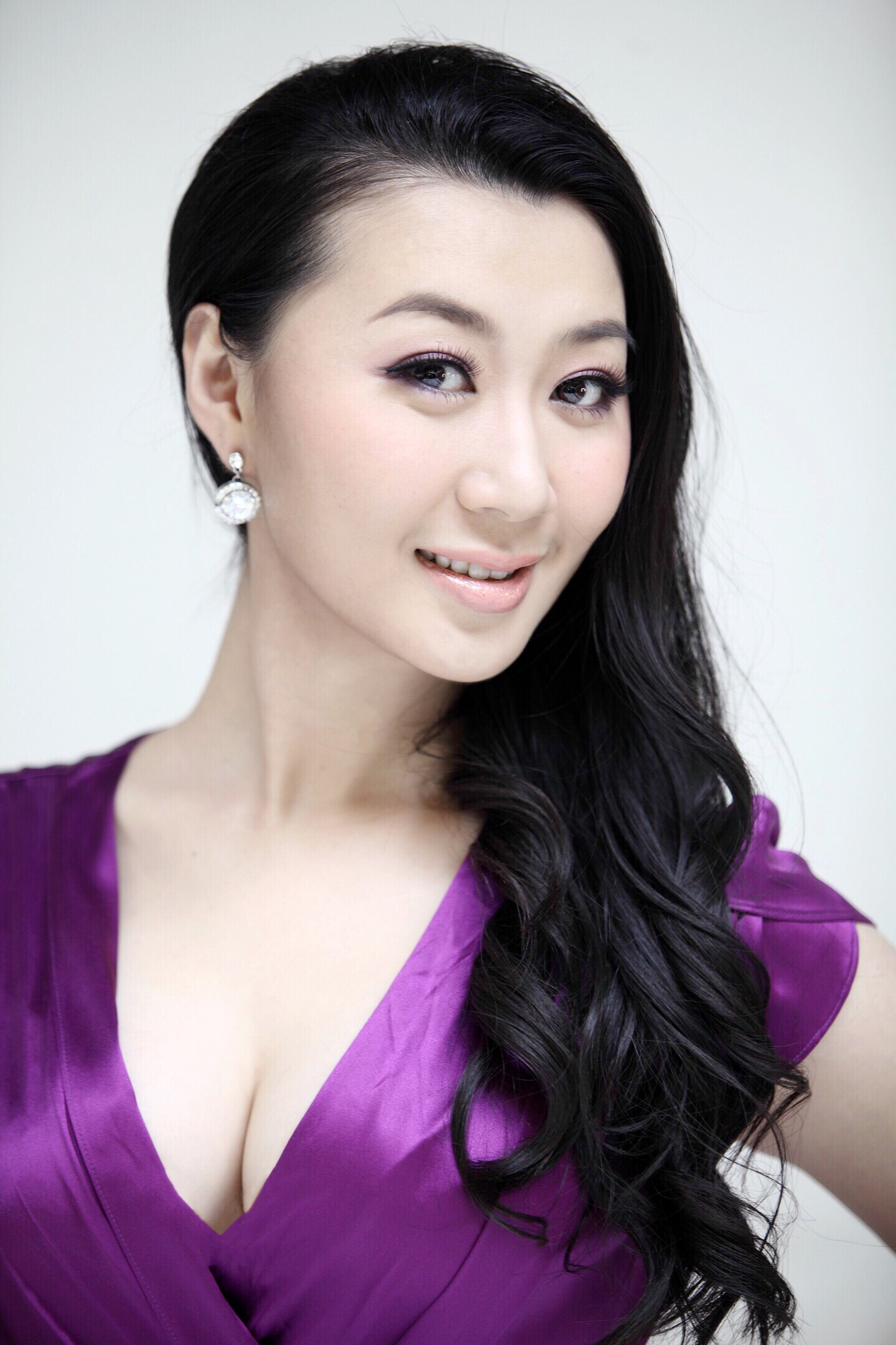 Nina Duan - Headshot.jpg