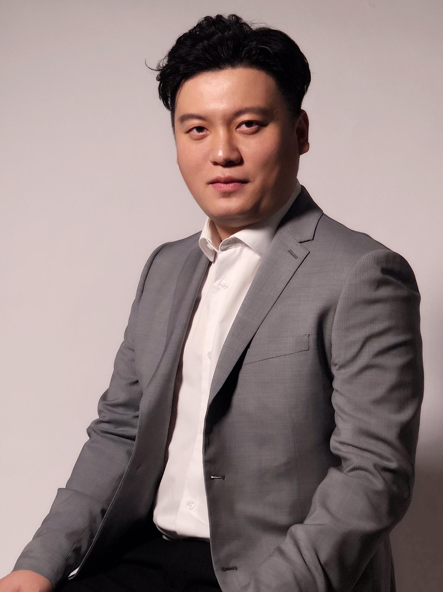Yongxi_Chen+Headshot.jpg