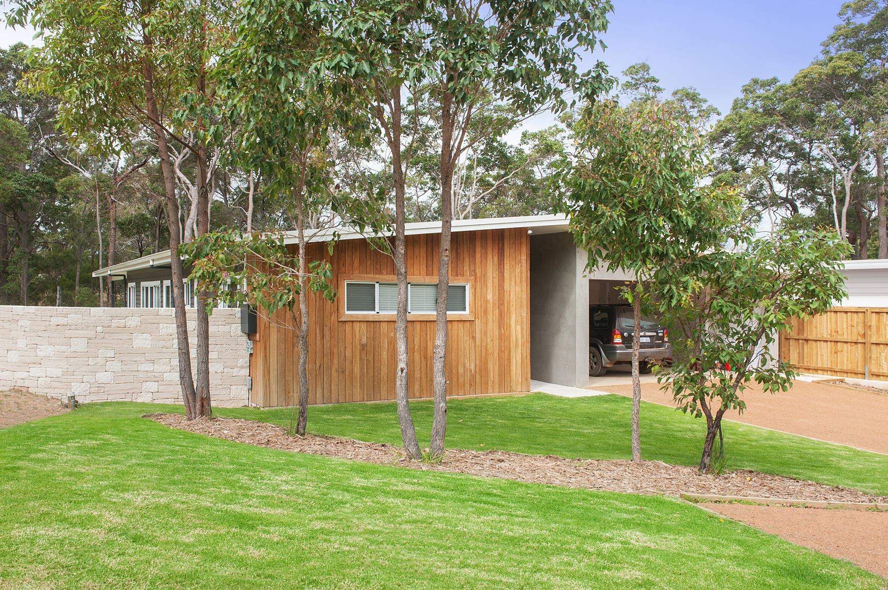 Boral Shadow Cladding - Spotted Gum & Brick Render