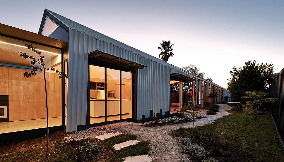 Andrew Maynard Architects - Cut Paw Paw House