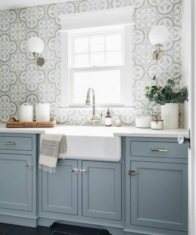 Wow, some laundry inspo. I love shaker cupboards especially blue ones 💙  This wow factor is by Julie Howard from @timbertrailshomes Via @americanfarmhousestyle  #LaundryInspo #ShakerCabinets #InteriorInspo  #BlueCabinets