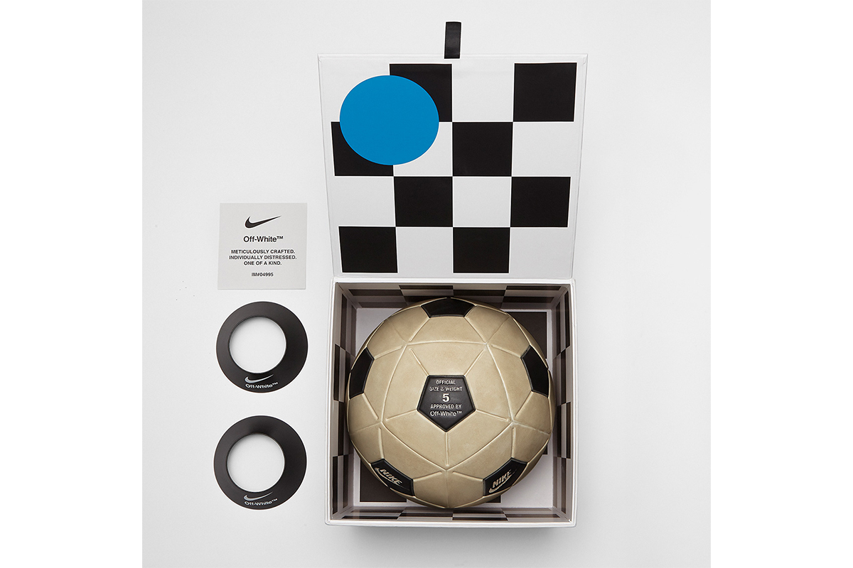 NikexOffWhite_0011_off-white-nike-magia-soccer-ball-SC3520-100-3.jpg