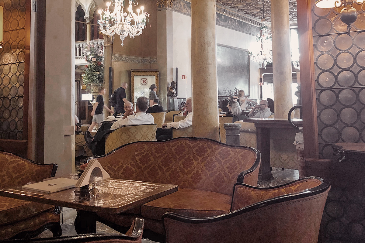 Newspread_EuropeExpereiences_HotelDanieli05.jpg