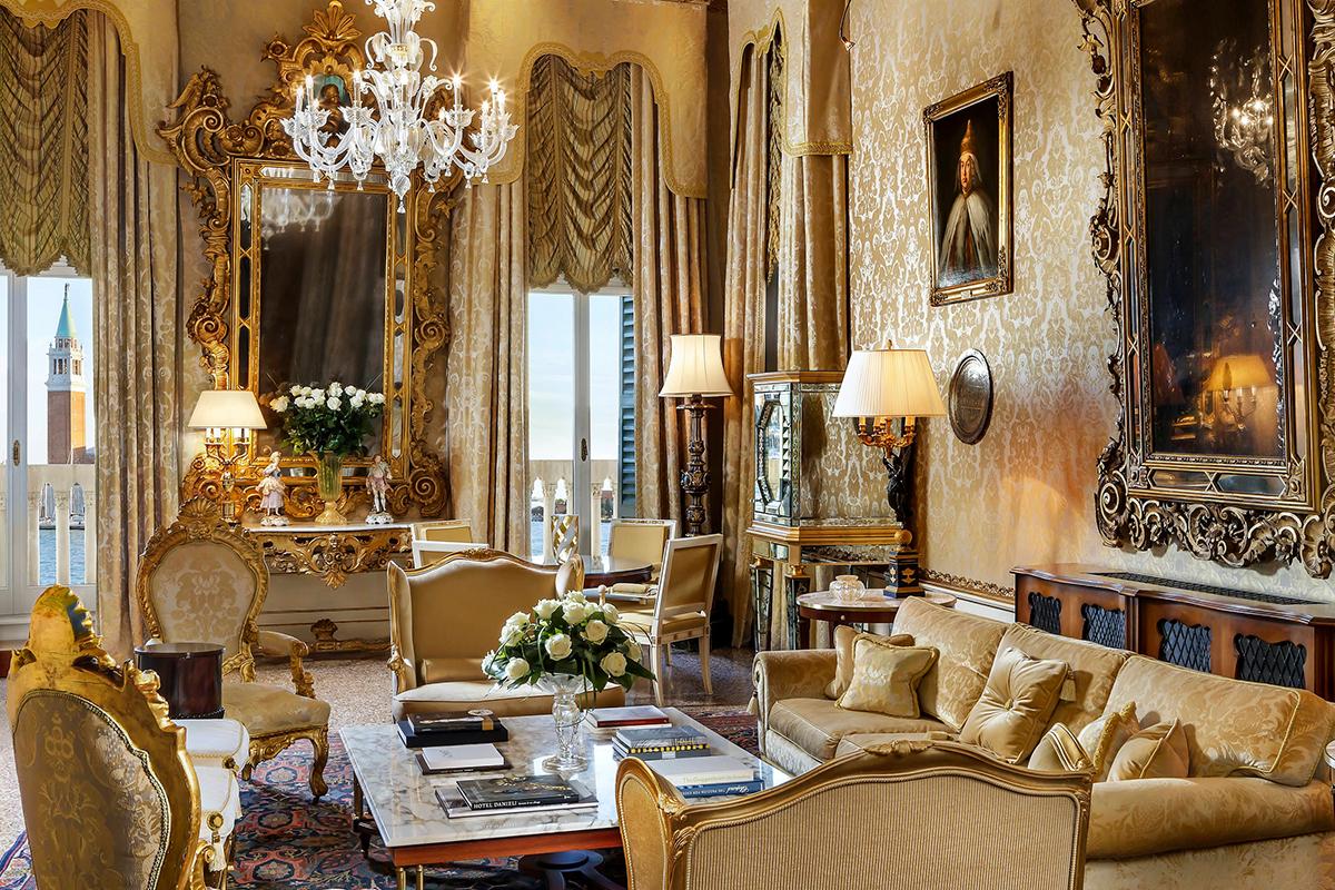 Newspread_EuropeExpereiences_HotelDanieli06.jpg