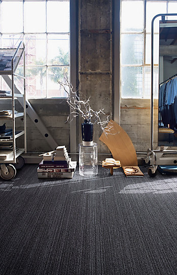 Interface-Narratives-Teppichfliesen-selbstliegend-verlegen-Office-DIY-2.JPEG