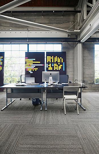 Interface-Near&Far-Teppichfliesen-selbstliegend-verlegen-Office-DIY-2.JPEG