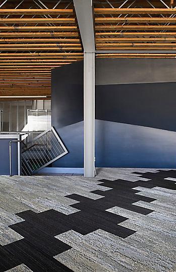 Interface-Near&Far-Teppichfliesen-selbstliegend-verlegen-Office-DIY-3.JPEG