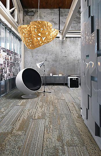 Interface-Near&Far-Teppichfliesen-selbstliegend-verlegen-Office-DIY-5.JPEG