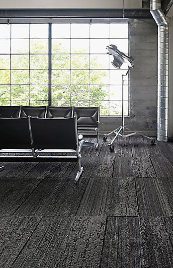 Interface-Near&Far-Teppichfliesen-selbstliegend-verlegen-Office-DIY-6.JPEG