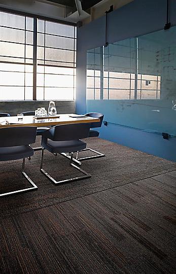 Interface-Near&Far-Teppichfliesen-selbstliegend-verlegen-Office-DIY-7.JPEG