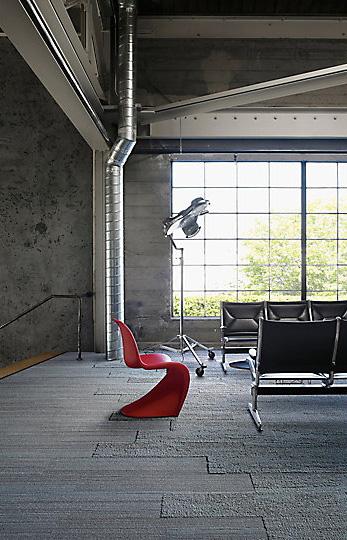 Interface-Near&Far-Teppichfliesen-selbstliegend-verlegen-Office-DIY-8.JPEG
