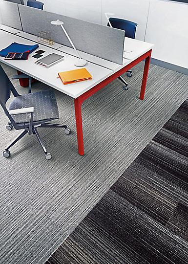 Interface-Silver-Linings-SL930-Teppichfliesen-selbstliegend-Verlegungen-Office-auch-DIY-2.JPEG