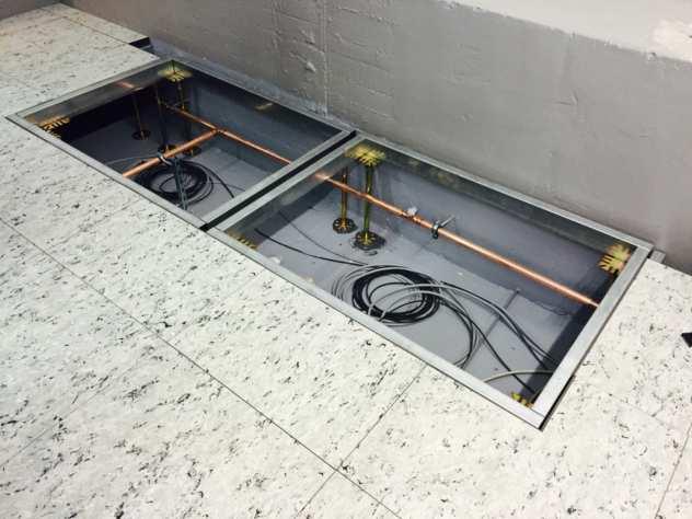 Diese Profilrahmen dienen im Doppelboden als Basis für zwei Klimatruhen und sind  in der Höhe verstellbar.