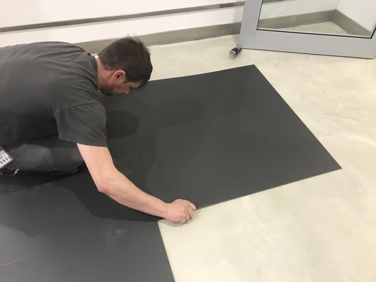 Bodenlag-Designfliesen-Doppelbodenrenovierung-Doppelboden-DOBOTEC-Objectflor-Simplay-selbstliegend-Hewlett-Packard00005.jpg
