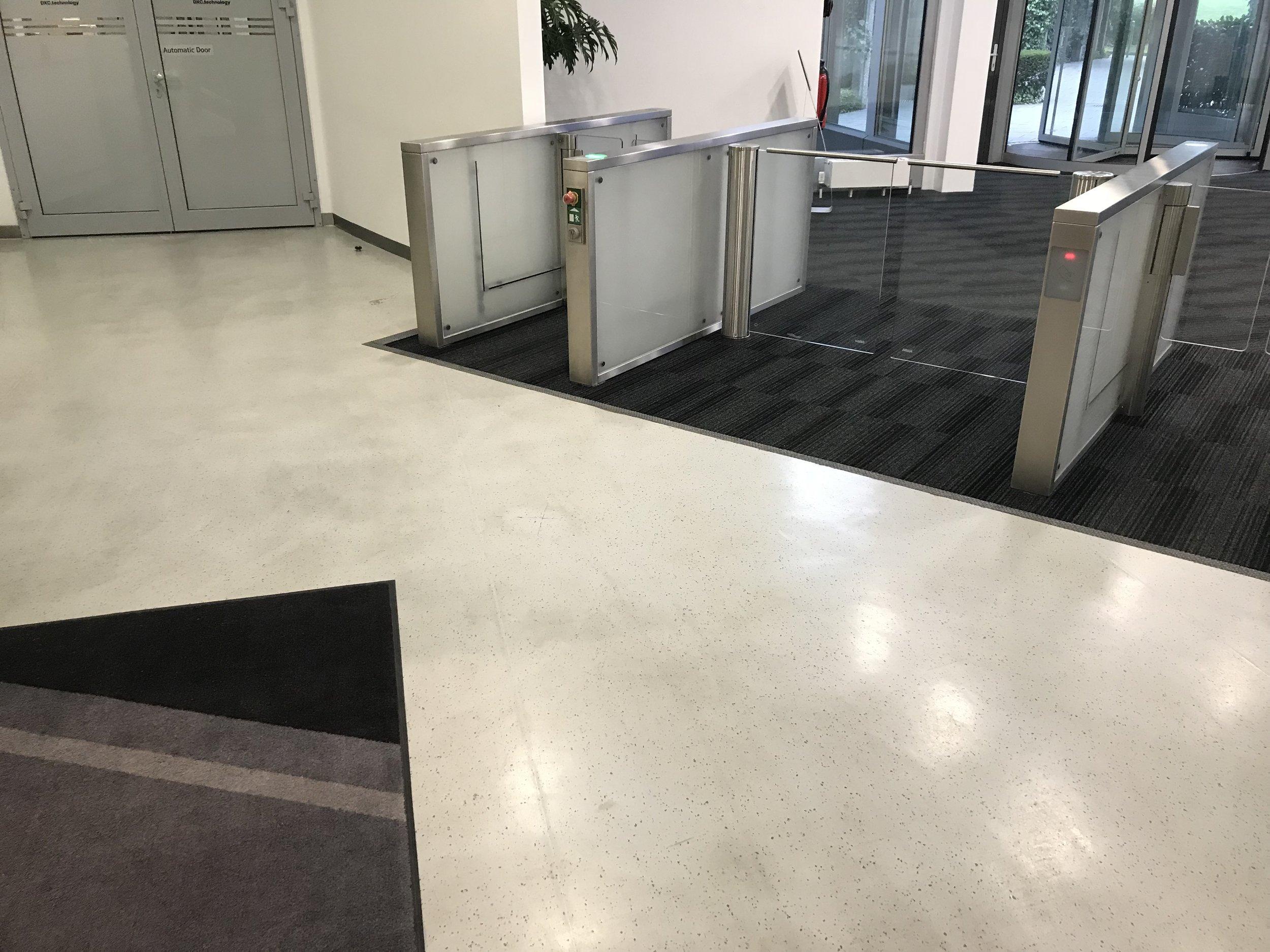 Bodenlag-Designfliesen-Doppelbodenrenovierung-Doppelboden-DOBOTEC-Objectflor-Simplay-selbstliegend-Hewlett-Packard00018.jpg