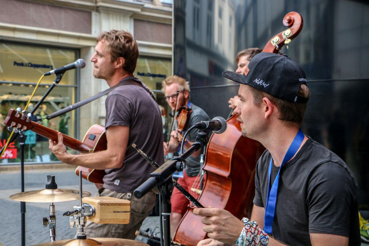 Eno | Gitarre/Vocals Lukas | Violine Chris | Drums/Vocals Johannes | Kontrabass  Foto: rbpphotography