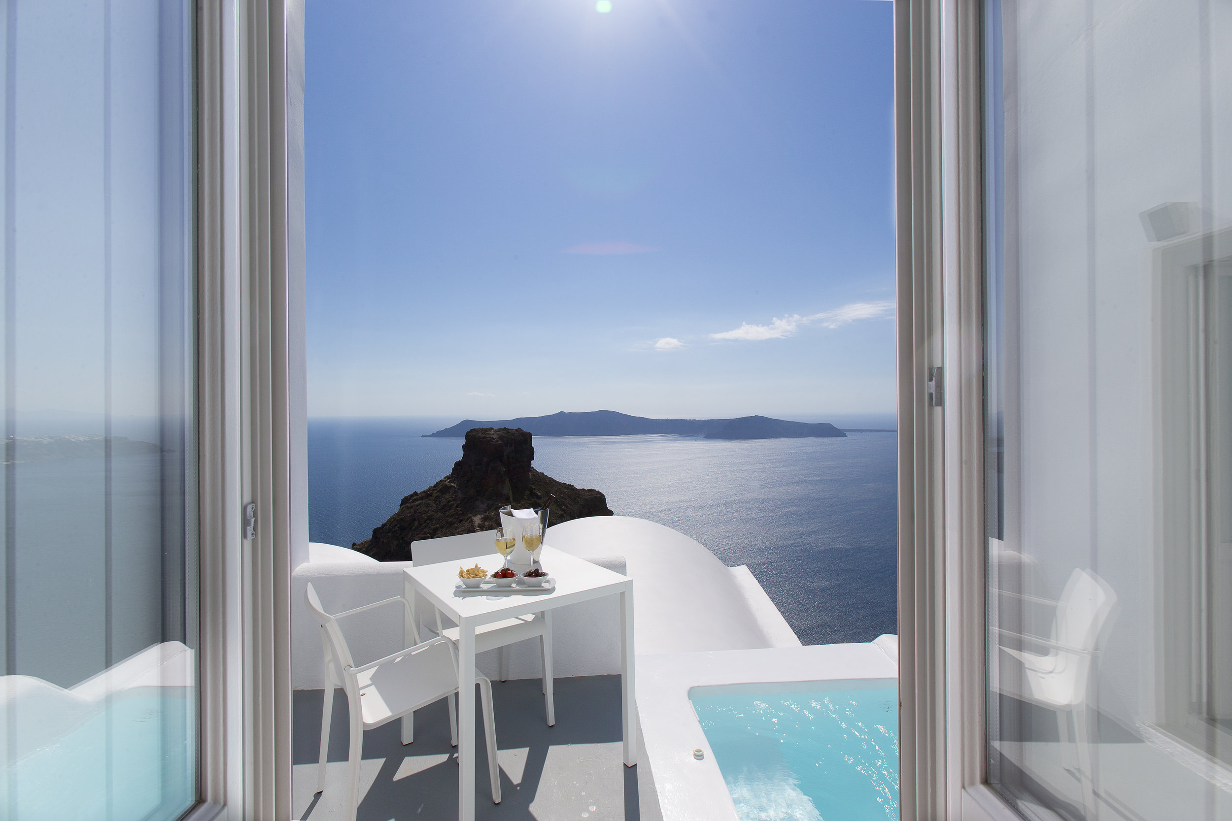 Grace Santorini - Honeymoon suite terrace