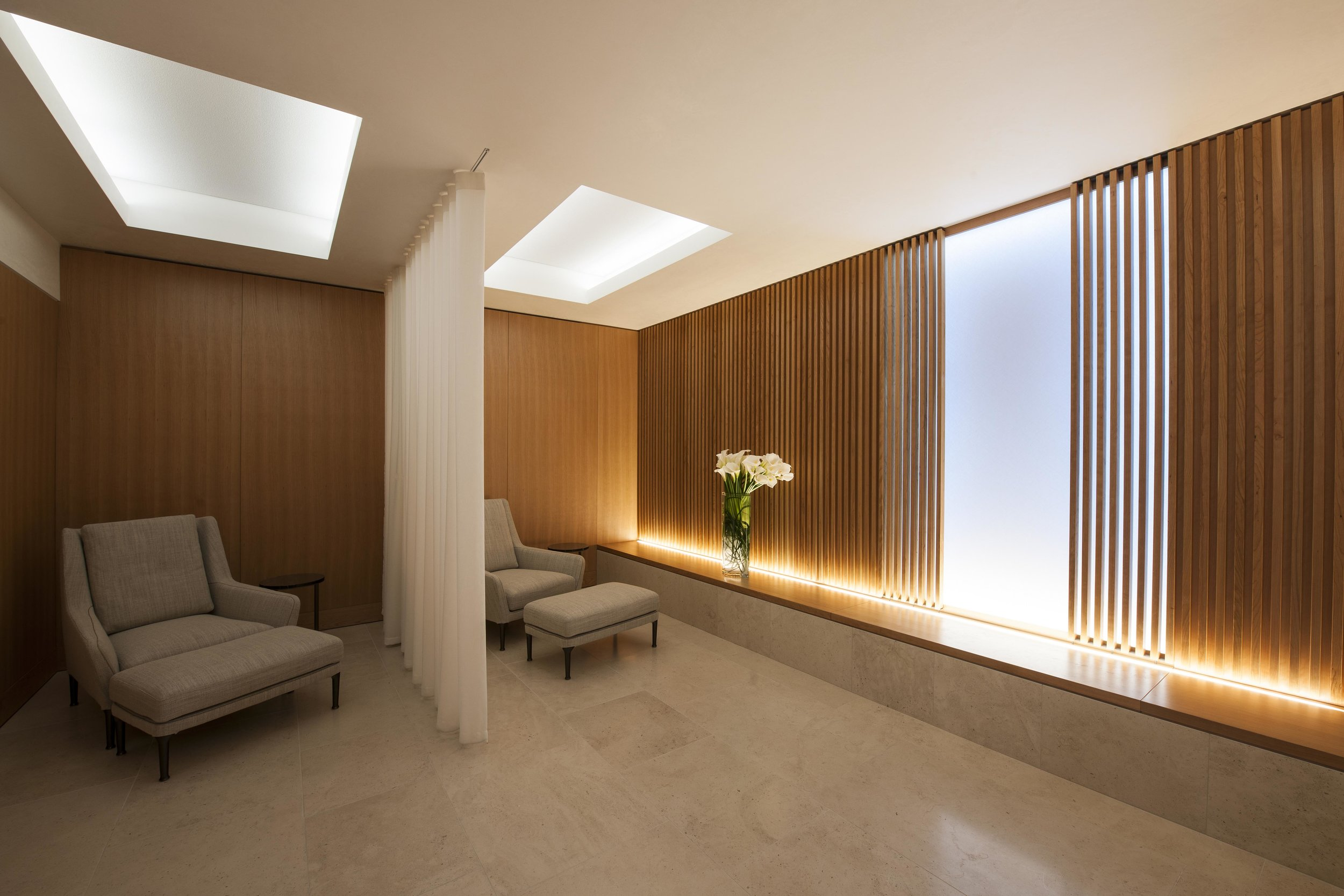 Harrods partnered with award winning architects Stanton Williams to create a calming space using natural cherry timber and moleanos stone. Harrods Interiors worked on a contemporary furniture scheme for the relaxation area and waiting area.