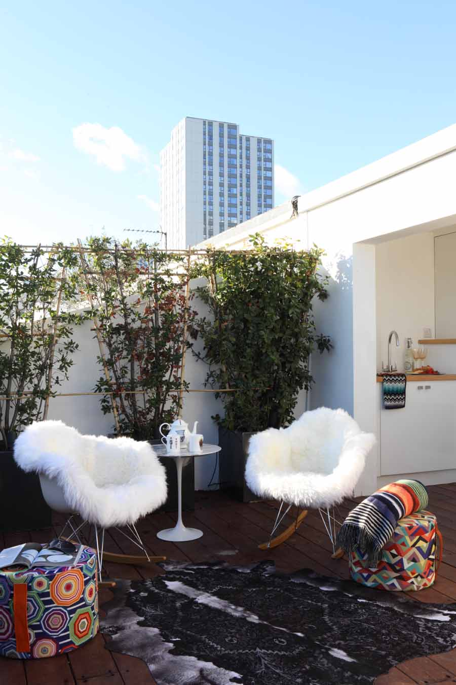AJ_400_270 roof terrace and kitchenette with missoni cubes.jpg