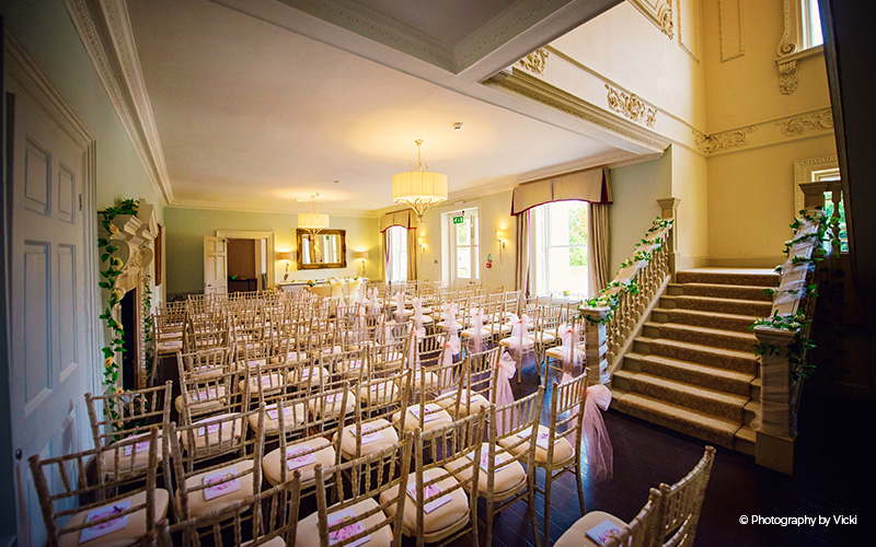 This beautiful stairway can be decorated with flowers and foliage, creating the perfect wedding ceremony entrance point for brides. Brides can emerge after getting ready in the private bridal preparation room upstairs, the journey is seamless and stress-free.