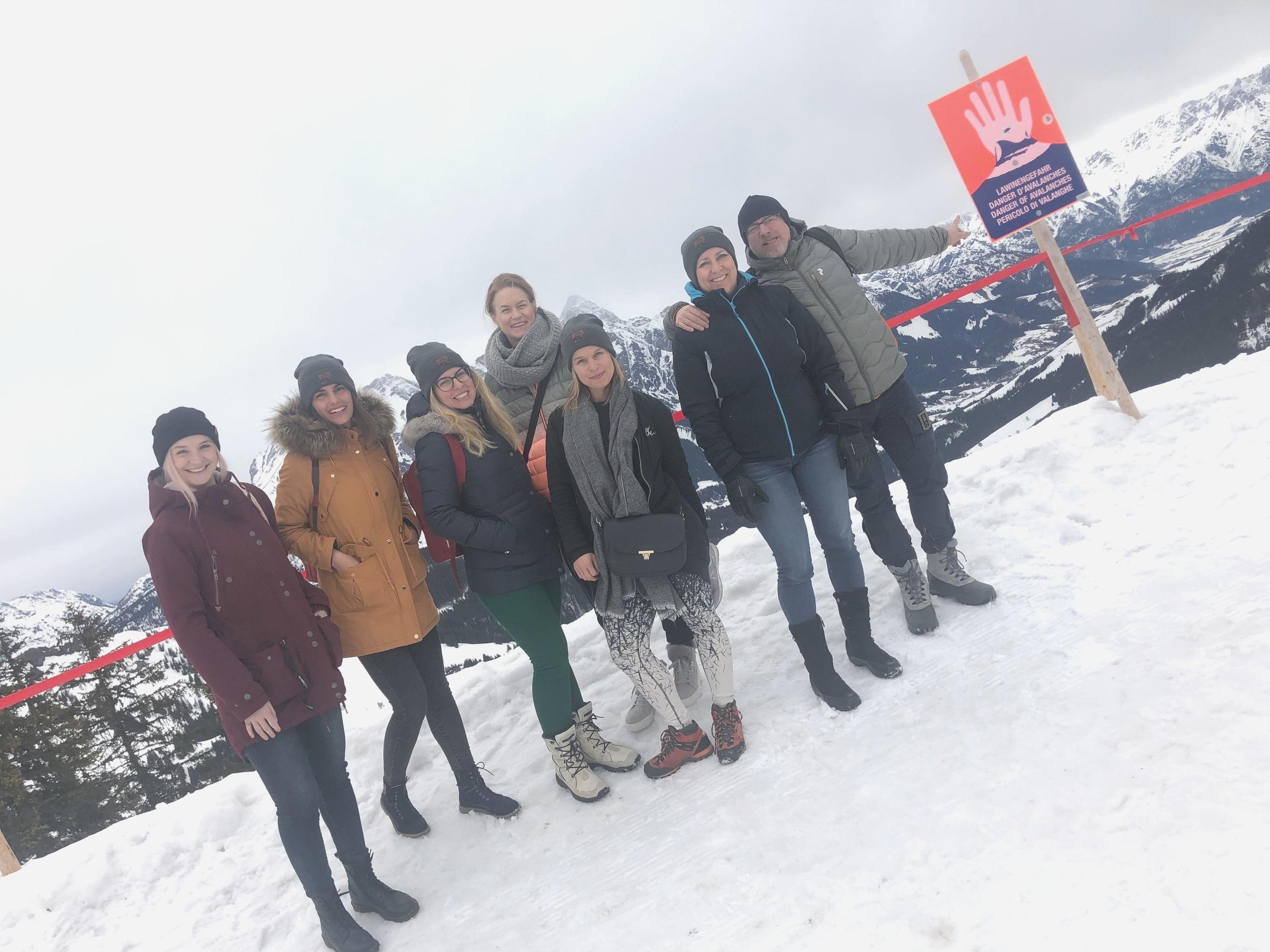 Naše novinářská skupina se zástupkyní oblasti Karin