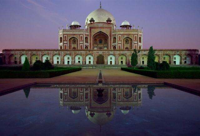 Human's Tomb in Delhi exterior view at dusk