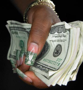 LIL KIM'S Iconic Dollar Bill Mani