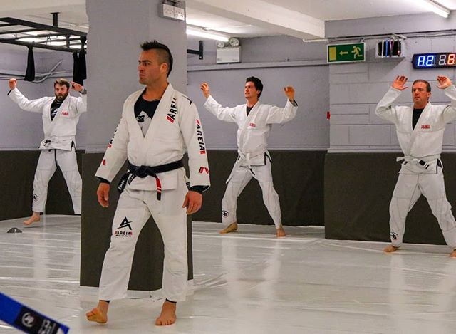 ❗Beginners class Tue and Thu - 9AM Mon-Fri - 12.15 Mon, Tue and Thu 6pm ... ⤵️Tag and Grab your friends and come to train, still running offer on 5 days free trial! . #BJJ #JSBJJ