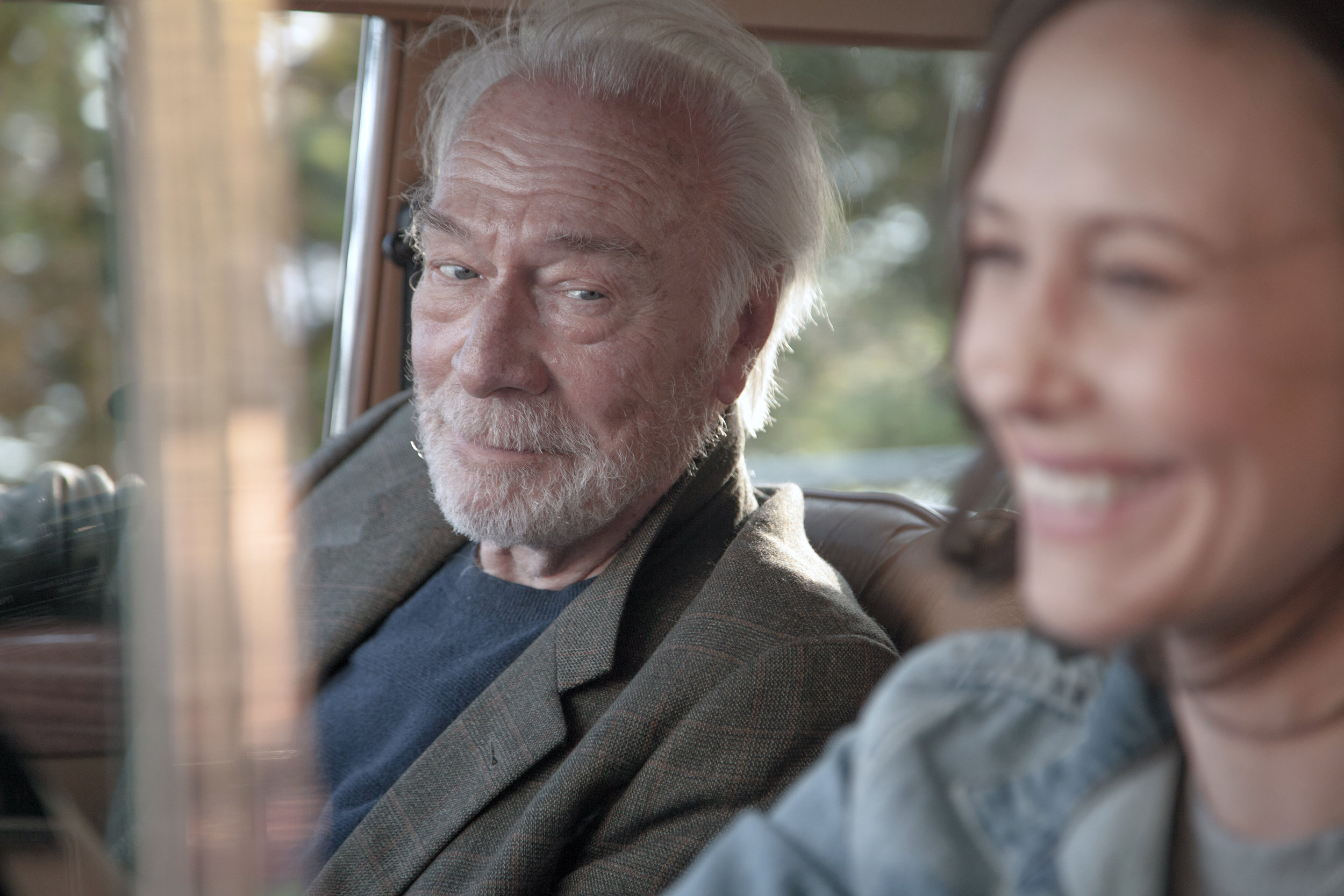 "Chrstopher Plummer and Vera Farmiga star in ""Boundaries,"" in which a man with a shady past reunites with a family he never knew on a West Coast road trip."