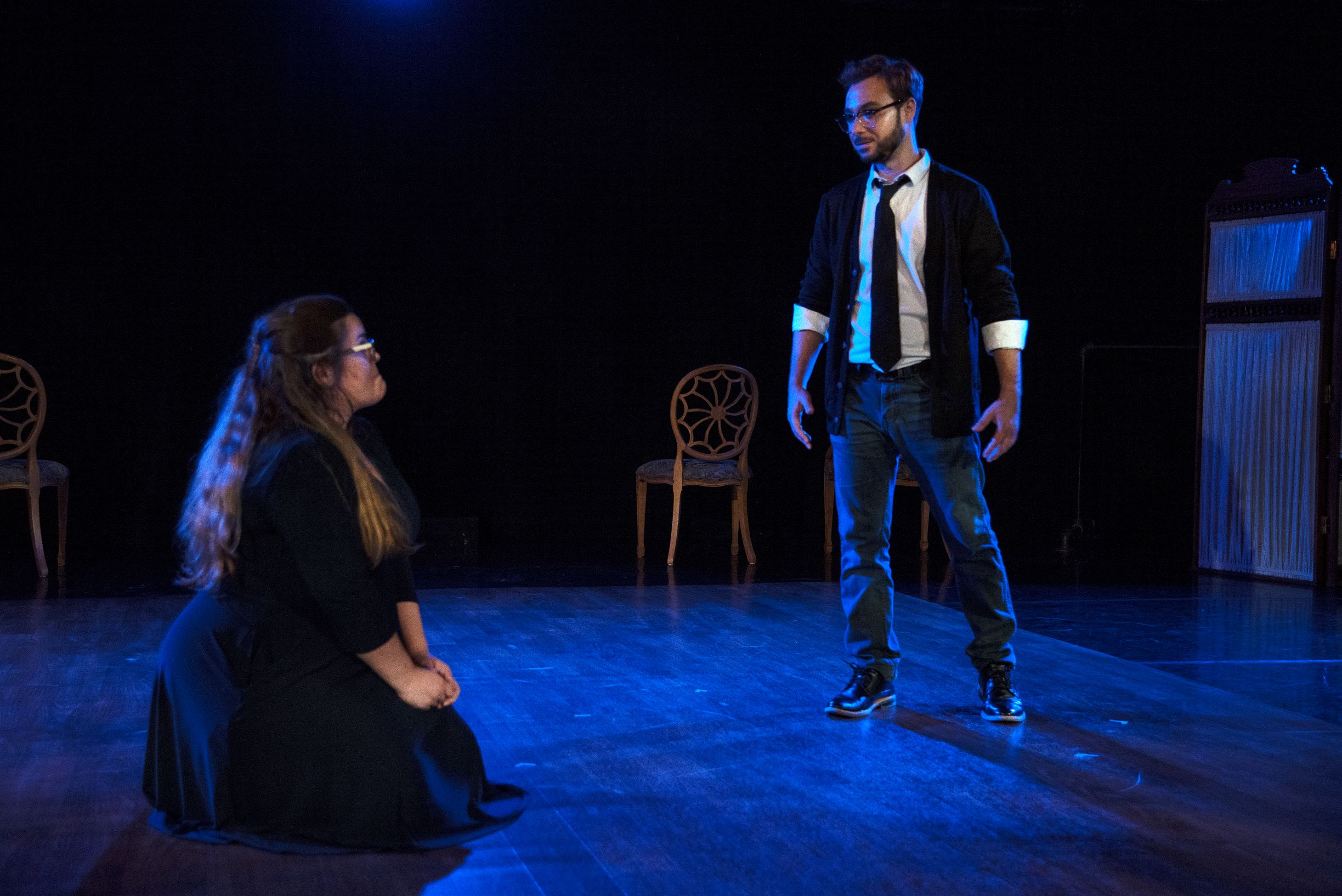 "Jean (Brittany Boeche) falls for Dwight (Nate Press)  in Outskirts Theatre Company's ""Dead Man's Cellphone."""